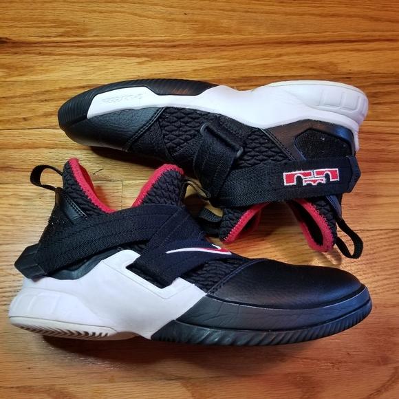 Nike Shoes   Nike Lebrons 4 2 Youth